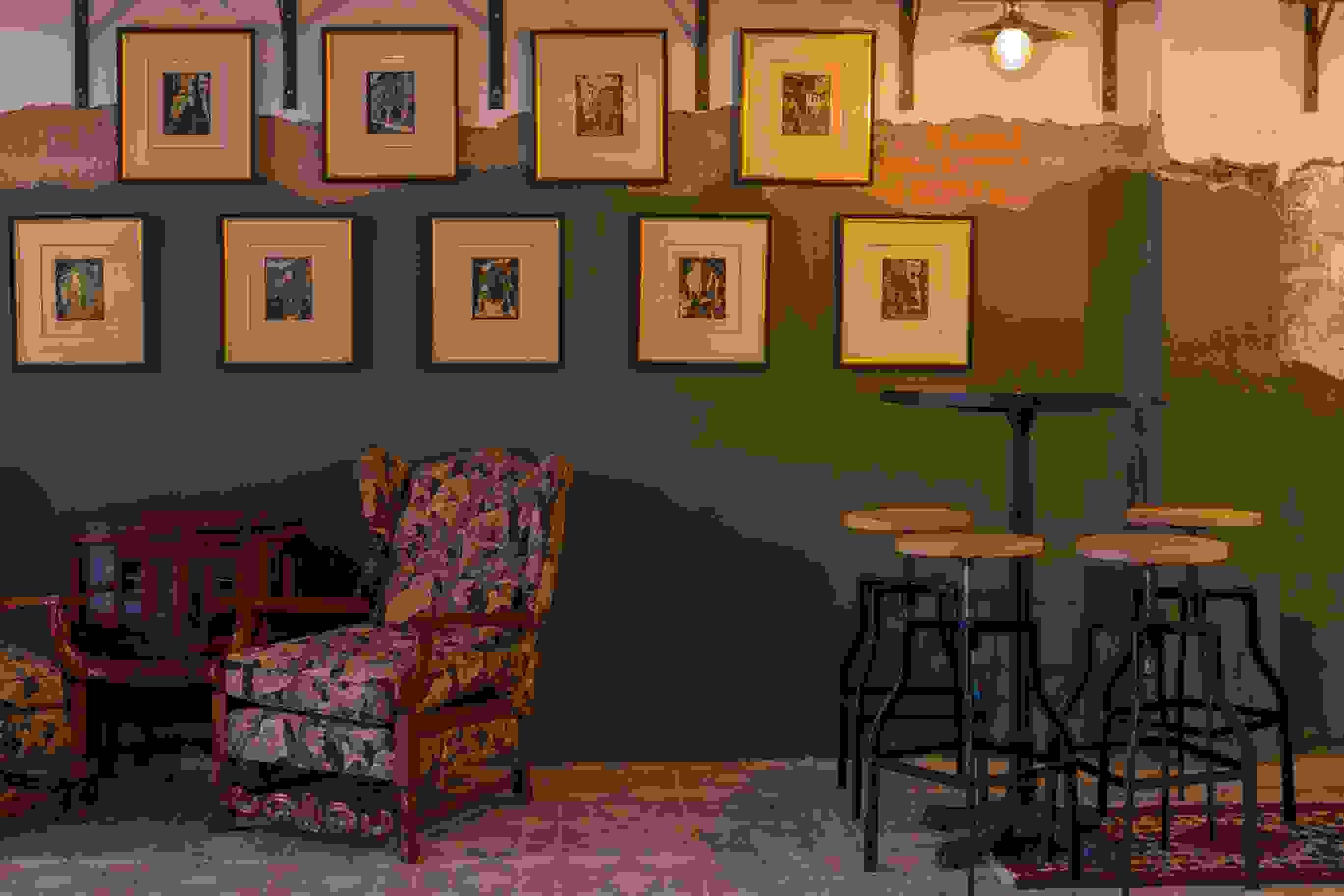 Moya's Juniper Lounge