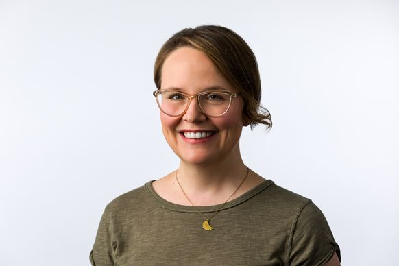 Raina Telgemeier: All Guts, All Glory